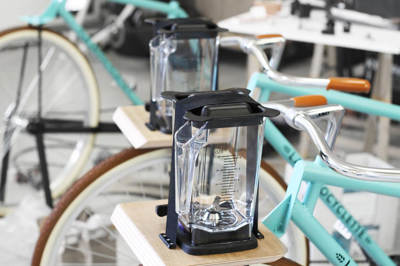 La Smoocyclette et ses blenders Omniblend