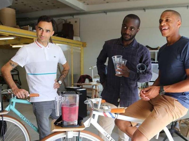 Les créateurs du projet Smoocyclette en photo pour le journal Sud-Ouest