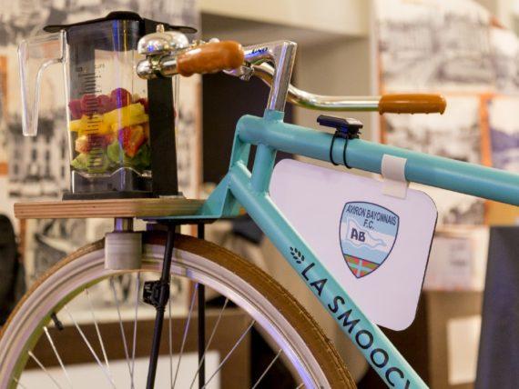 La Smoocyclette personnalisée aux couleurs de l'Aviron Bayonnais, en mode sport !